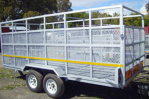 Cattle wagon with centre gate
